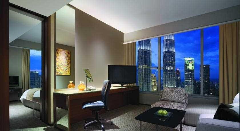 traders hotel klcc room