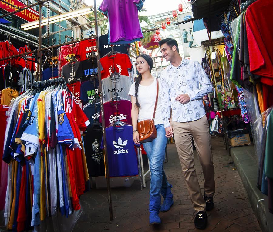 walking around kuala lumpur petaling street in a tour of the city