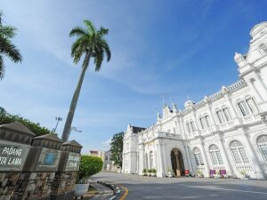 the penang city hall - a place you'll visit in the penang city tour