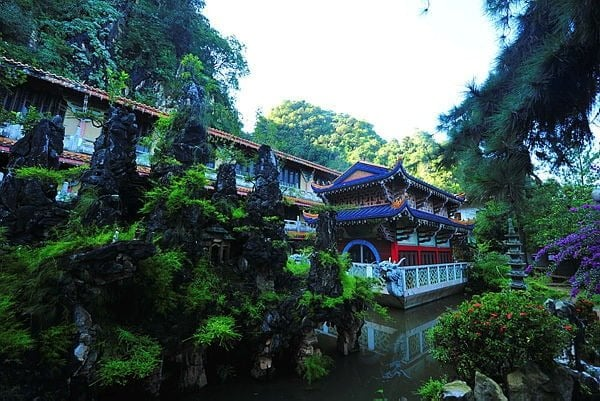 the sam po thong temple in ipoh is one of the pit stop during your cameron tours from penang