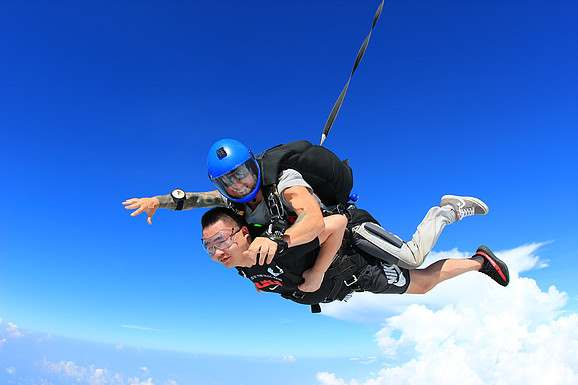 tandem skydiving in pattaya picture
