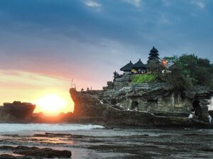 sunset at tanah lot that you can see during your tanah lot bali sunset tour