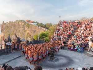 the bali kecak dance at uluwatu that you can watch during your uluwatu tour