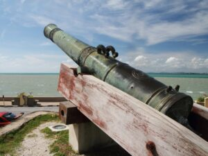 a cannon in the fort cornwallis in the penang island