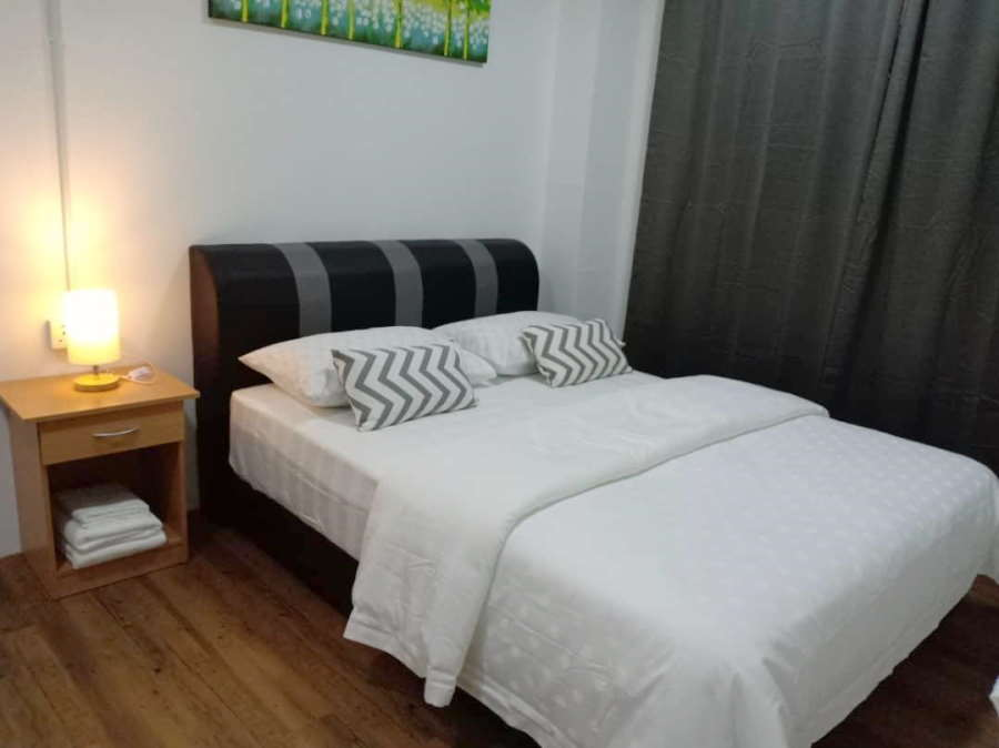 a small but comfortable room at the virtuez budget inn langkawi