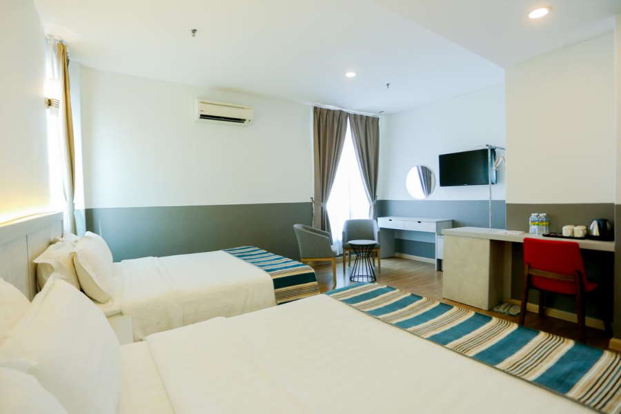 your room is pretty big in the explorer hotel melaka. and for under rm100, it is cheap
